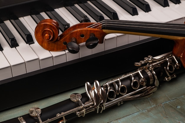 Instrumentos musicales en madera Foto Premium