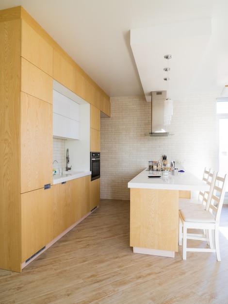 Interior del apartamento privado, cocina abierta moderna Foto Premium