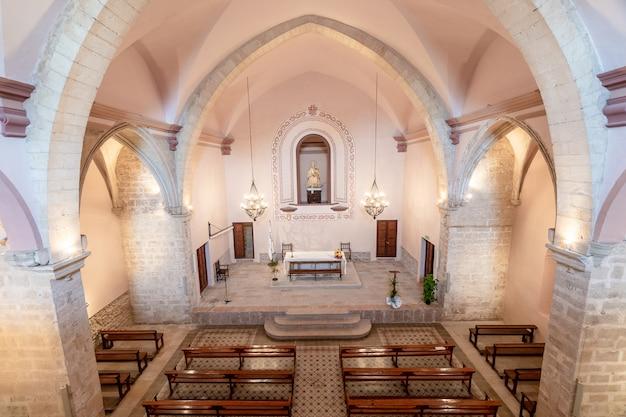 Interior de una iglesia Foto Premium