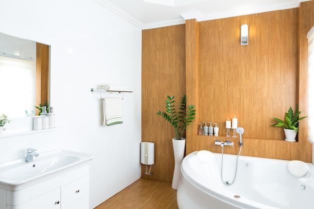 Interior moderno baño casa Foto Gratis