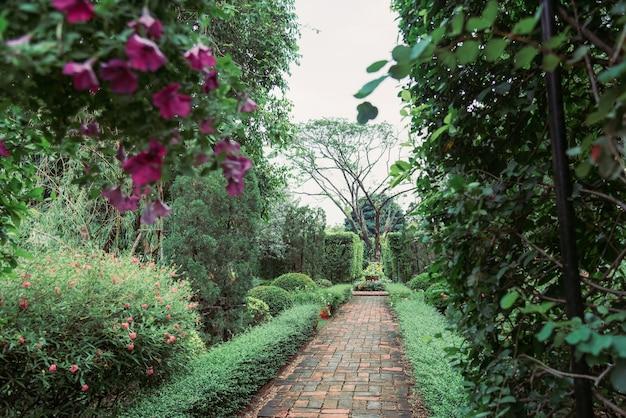 Jardin En Ingles Of Jard N De Estilo Ingl S En Verano Descargar Fotos Premium