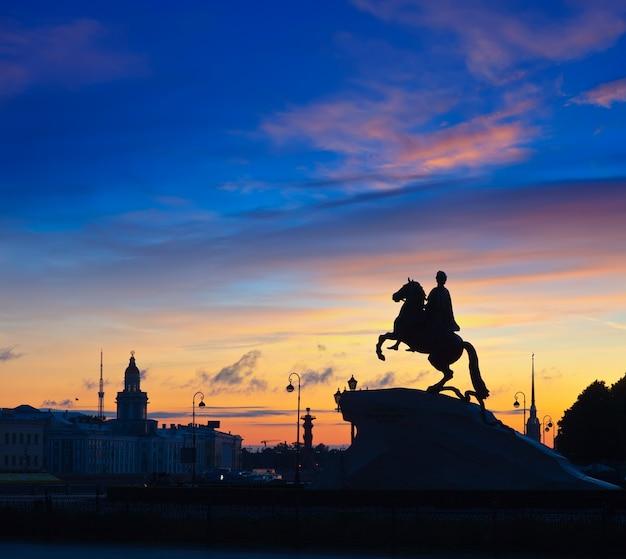Jinete de bronce en san petersburgo Foto gratis