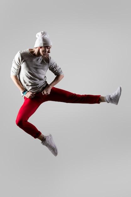 Joven, bailarín, saltar Foto gratis