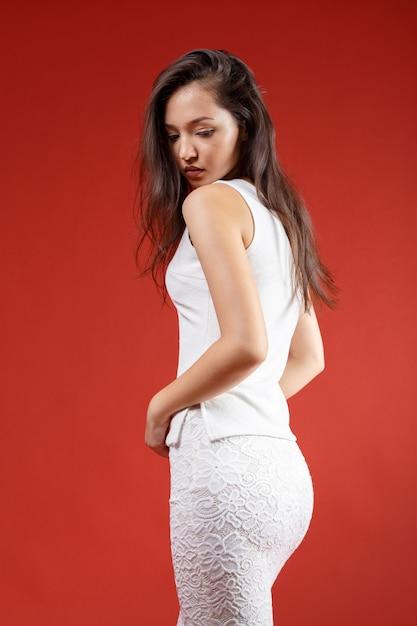 Joven elegante, disparo de estudio de moda Foto Premium