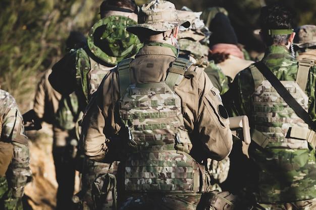 Juego de airsoft militar. Foto Premium