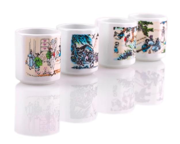 Juego de tazas de cerámica blanca para sake Foto Premium