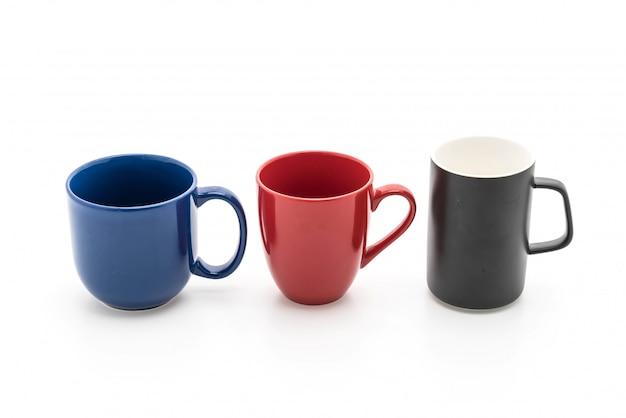 Juego de tazas negras, rojas y azules sobre blanco. Foto Premium