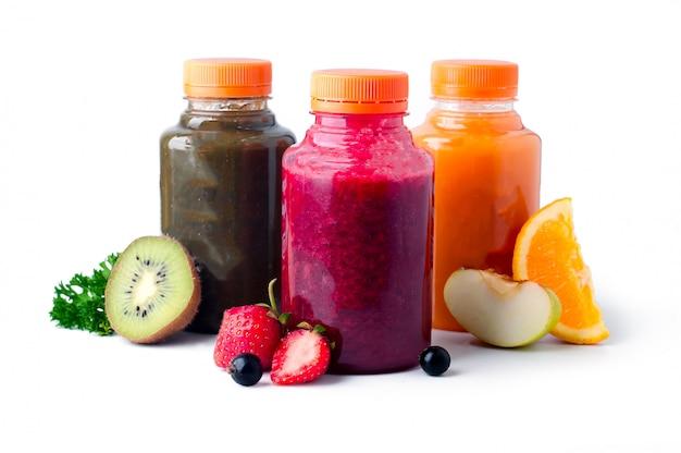 Jugos de frutas frescas y saludables. Foto Premium