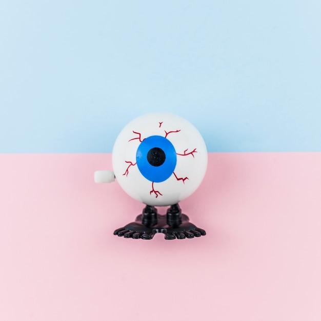 Juguete falso ojo azul Foto gratis