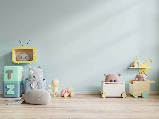 Juguetes de la habitación de los niños en el fondo de la pared azul. Foto Premium