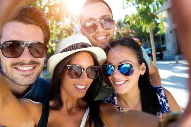 la felicidad gente joven feliz fotografía Foto Gratis