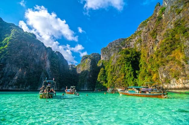 Laguna azul de pileh en la isla de phi phi, tailandia. Foto gratis