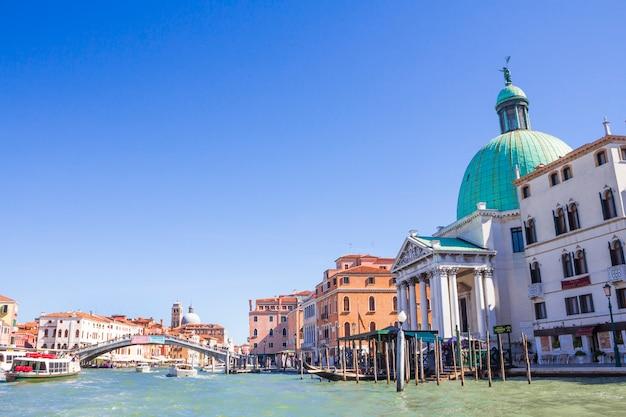 Laguna de venecia casas en venecia calles venecianas. Foto Premium