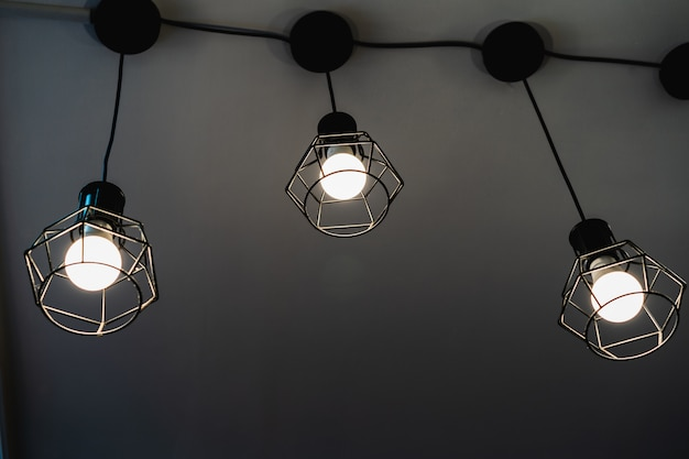 Lámpara vintage luz blanca abstracta con fondo oscuro Foto Premium