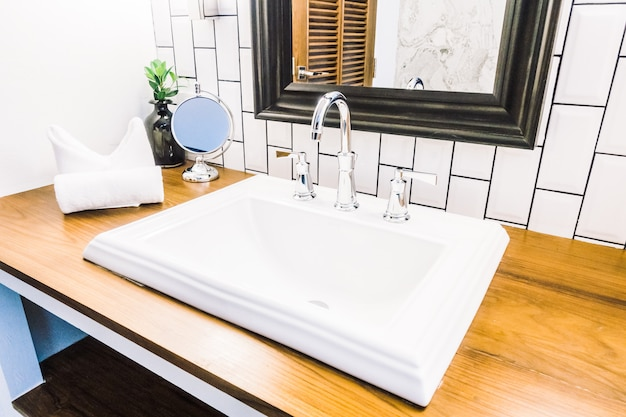 Lavabo blanco Foto gratis