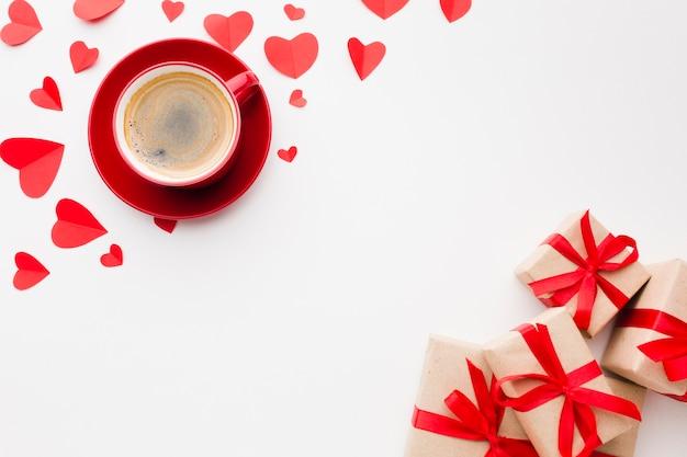 Lay flat de café y regalos para el día de san valentín Foto gratis