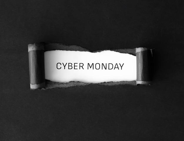 Lay flat de cyber monday con papel rasgado Foto gratis
