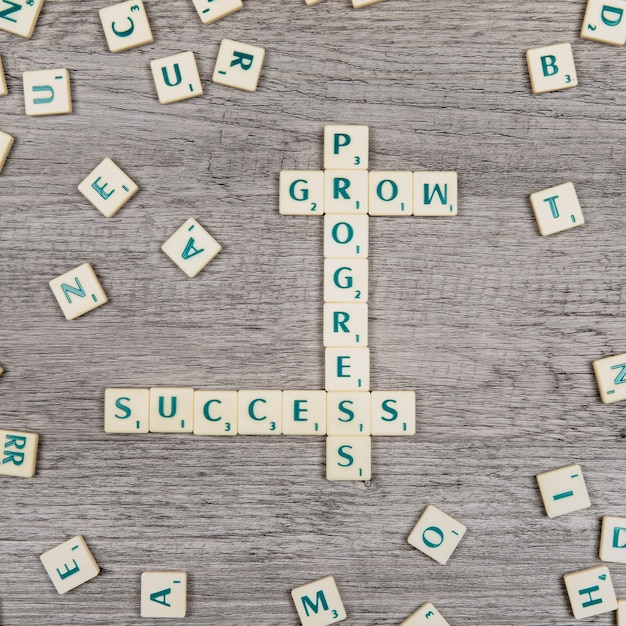 Letras formando las palabras progress, grow y success Foto gratis