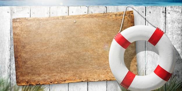 Letrero de madera junto al anillo flotador de la vida Foto gratis