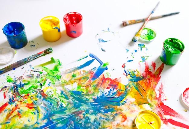 El lienzo está pintado con colores coloridos. Foto Premium