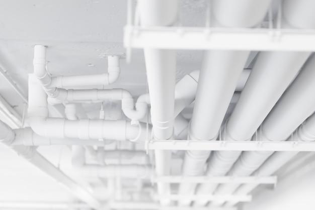 Limpie el sistema de tubería de agua de la tubería en la ...