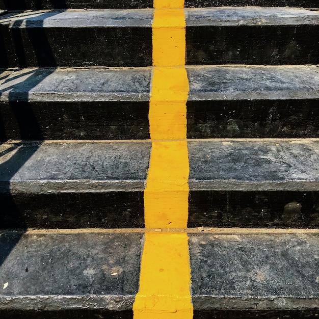 Línea amarilla Foto gratis