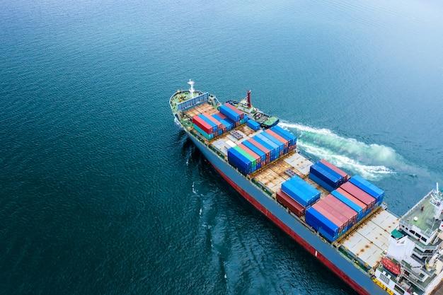 Logística negocios transporte por barco vuelo mar abierto servicio importación y exportación carga internacional Foto Premium