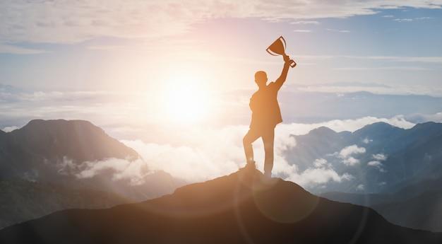 Logro y concepto de éxito del objetivo empresarial. Foto Premium