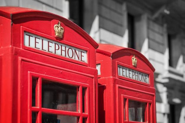 Londres, tradicional cabina telefónica roja. Foto Premium