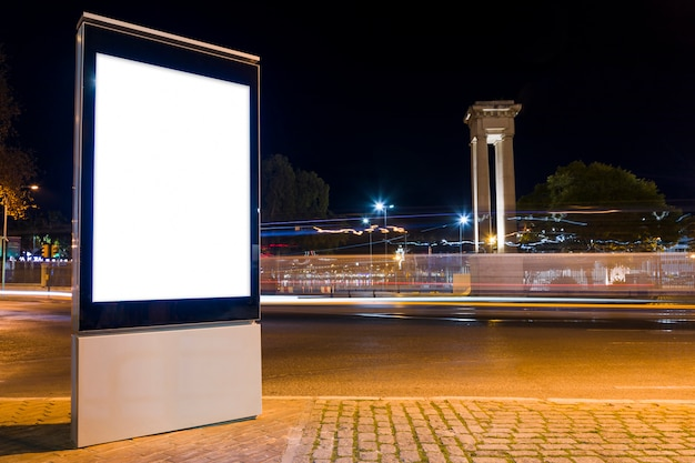 Luces de ciudad de noche Foto gratis
