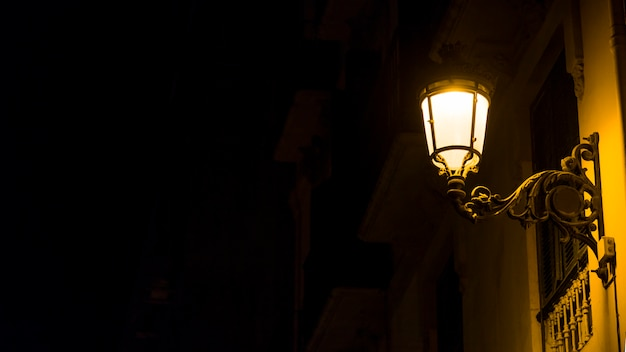 Luces de la ciudad de noche Foto gratis