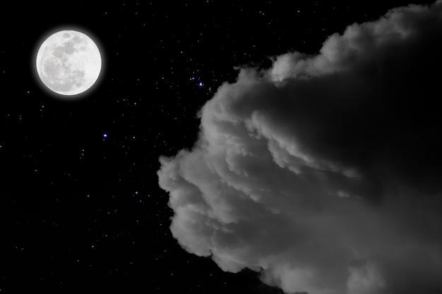 Luna llena con fondo estrellado y nubes. noche romantica. Foto Premium