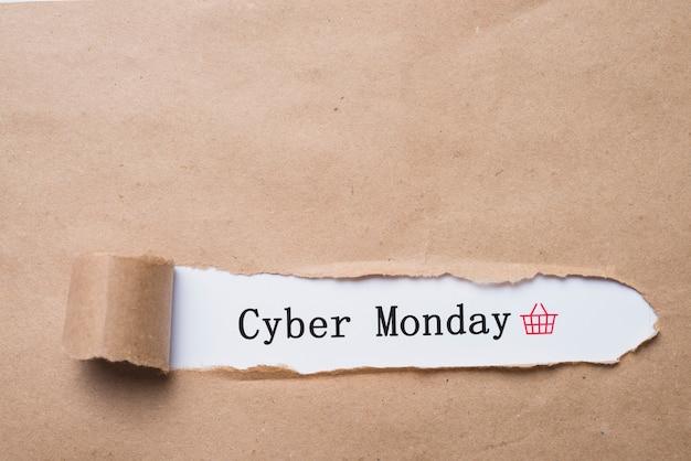 Lunes cibernético inscripción y papel artesanal. Foto gratis