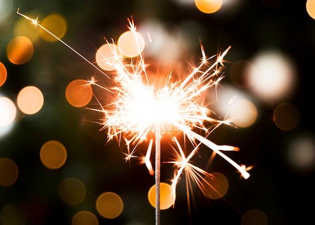 Luz dorada de bengala de navidad Foto gratis