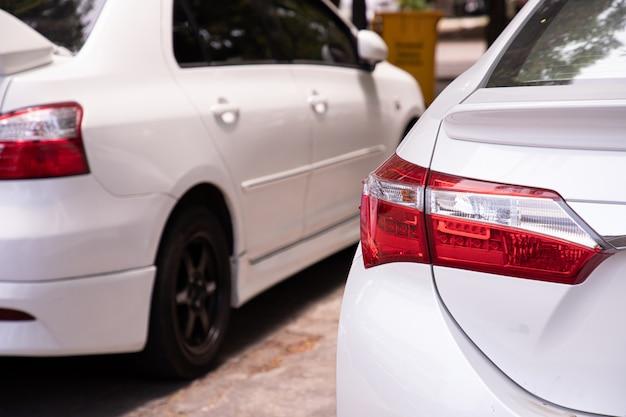 Luz de fondo del coche, vista posterior. Foto Premium