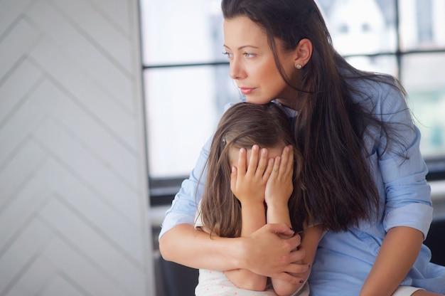 Madre con hija Foto gratis