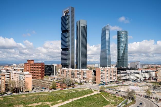 Madrid paisaje urbano durante el día. paisaje del edificio de ...