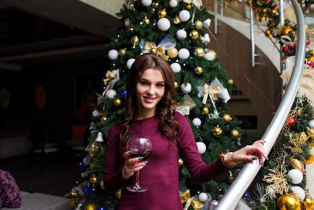 Mágica Noche De Navidad Hermosa Mujer En Vestido De Noche