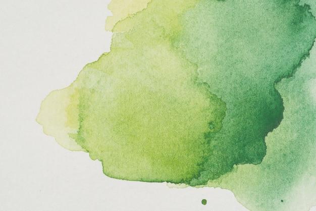 Mancha de acuarela de varios tonos de verde. Foto gratis