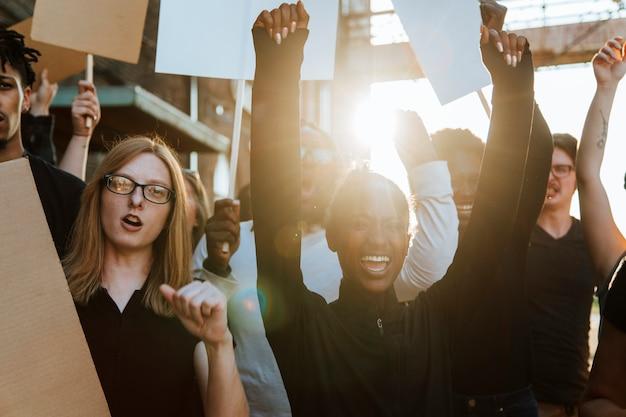 Los manifestantes luchan por sus derechos. Foto Premium