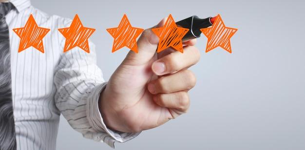 Mano dibujar calificación de cinco estrellas. conceptos de evaluación y revisión Foto Premium