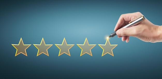 Mano dibujar cinco estrellas. conceptos de revisión de evaluación Foto Premium