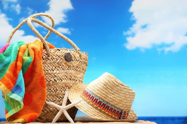 Mano en la playa Foto Premium