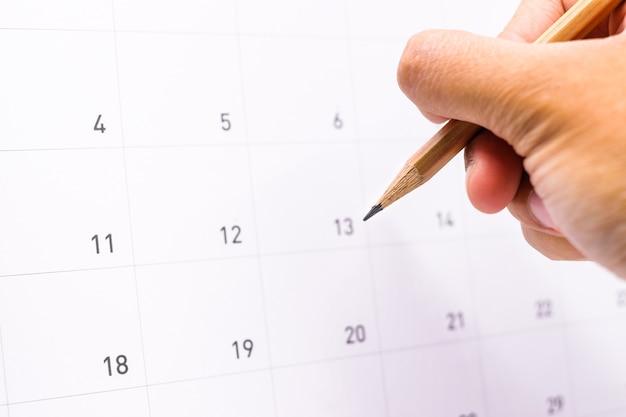 Calendario Para Escribir.Mano Que Sostiene El Lapiz Para Escribir Cita De Informacion En El
