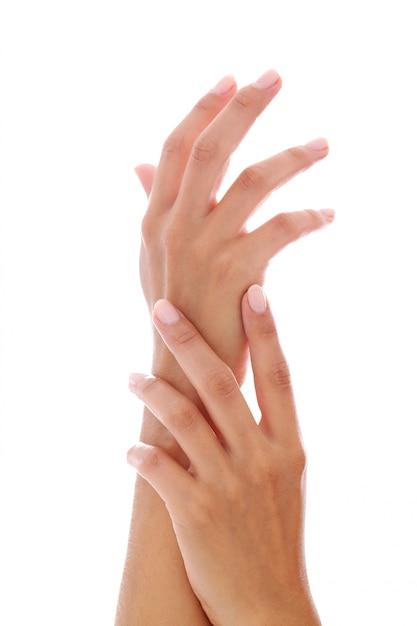 Manos de mujer con manicura Foto gratis