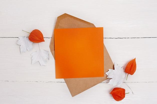 Maqueta de hoja plana de papel naranja vacía para su arte, imagen o composición de letras a mano Foto Premium