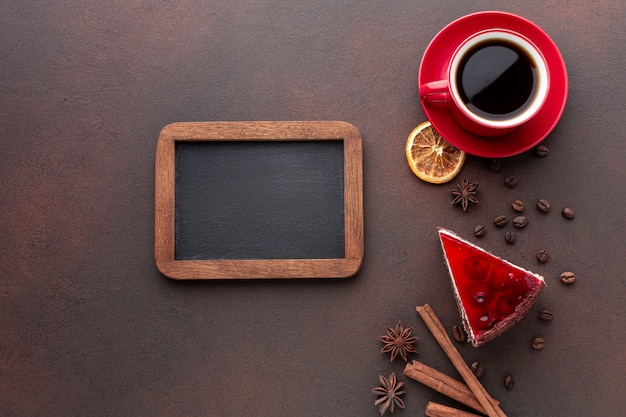 Maqueta de marco con café Foto gratis