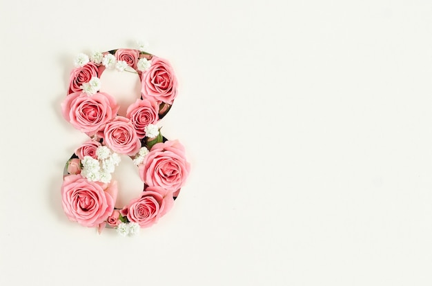 Maqueta de tarjeta del día de la mujer feliz con ocho de rosas Foto Premium