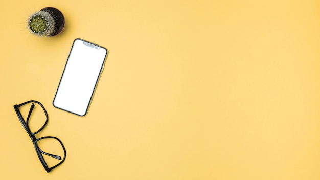 Maqueta de vista superior para smartphone con espacio de copia. Foto gratis