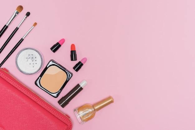 Maquillaje, cosméticos, paleta, cepillos, rosa, plano de fondo, plano, posición Foto gratis